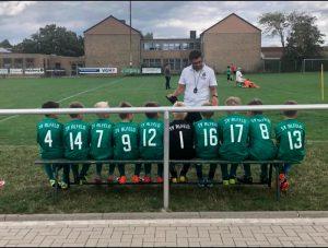 Trainer Jako motiviert vor dem Spiel.